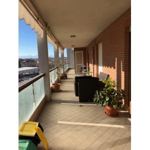 In zona Portanuova un trilocale con ampio terrazzo e garage
